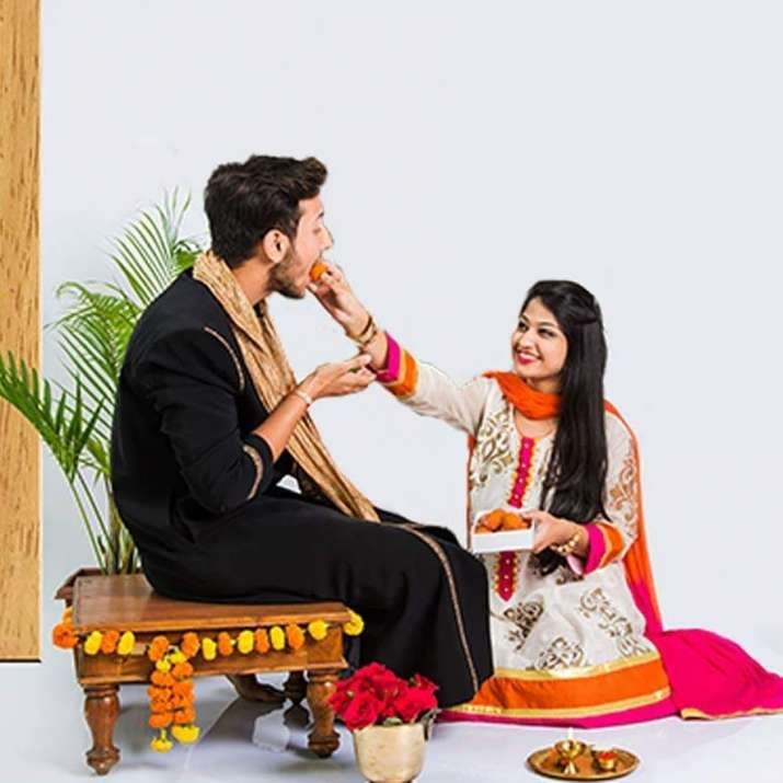 India Tv - Happy Bhaiya Dooj 2018: Date, Significance, Shubh Muhurat, Pooja Vidhi & Gift Ideas