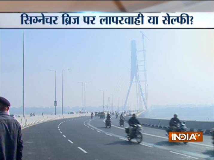 India Tv - Eye-witnesses said the bikers were trying to perform a stunt when it went horribly wrong and they crashed into the divider. (Photo/IndiaTV)