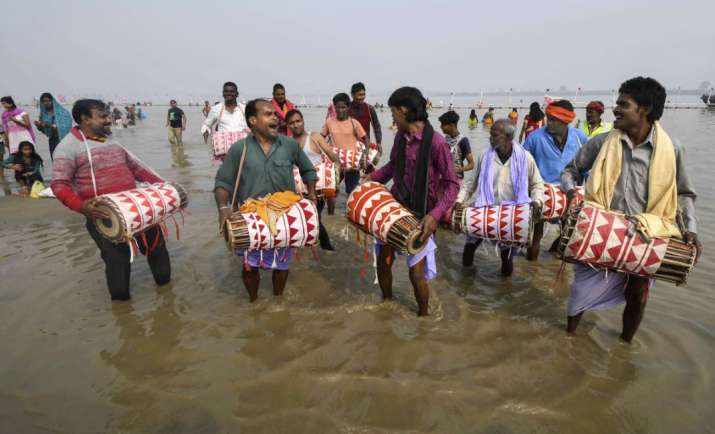 India Tv - Traditional artists beat 'dhols' during 'Kharna puja' on the occasion of Chhath festival at a Ganga ghat in Patna, on Monday