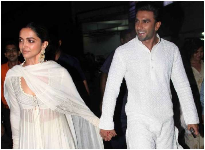 India Tv - Each time Deepika Padukone and Ranveer Singh colour coordinate their outfits, this is what happens (in pics)