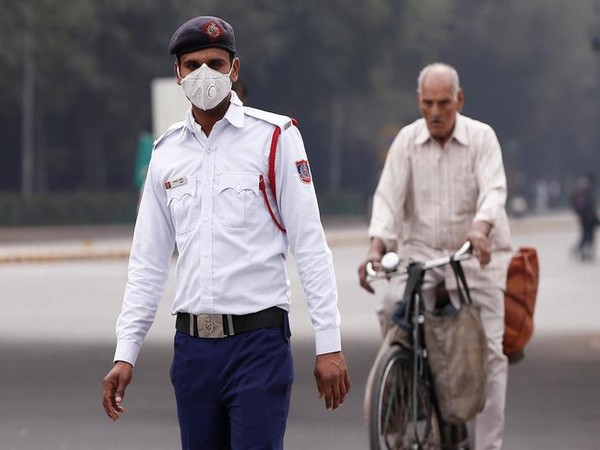 Delhi Pollution: Air quality slumps to 'very poor' category; govt to make 25% of all vehicles electric by 2023