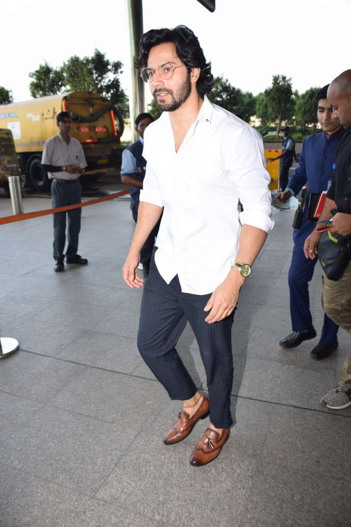 India Tv - Varun Dhawan spotted at Mumbai airport