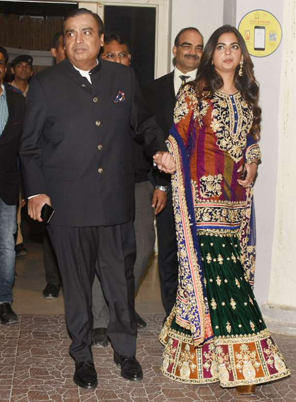 India Tv - Mukesh Ambani and Isha Ambani