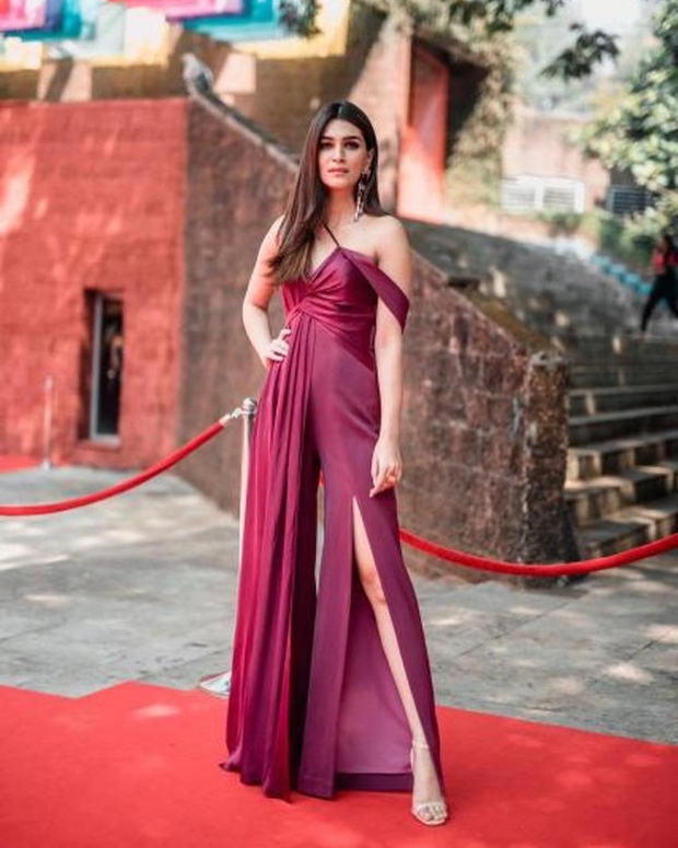 IFFI Goa 2018: Kriti Sanon's chic style play will grab