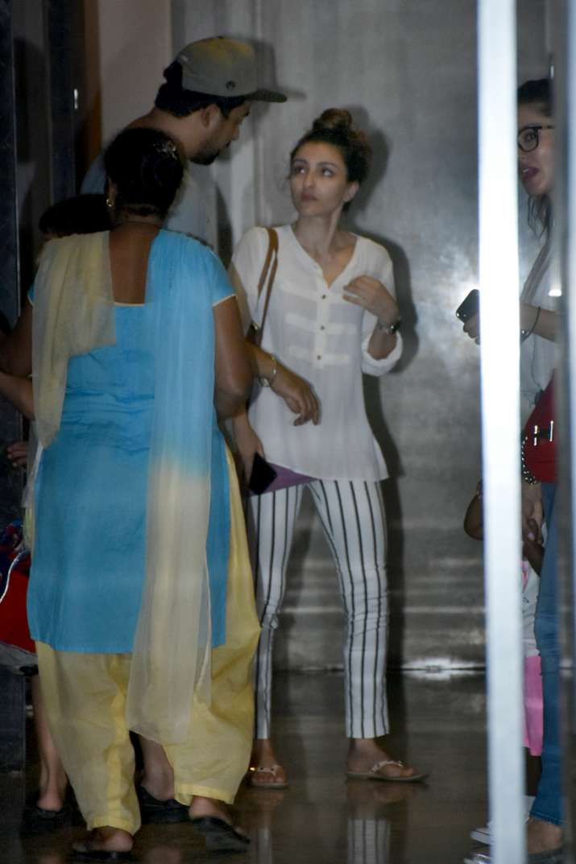 India Tv - Rannvijay Singha, Sunny Leone at Soha Ali Khan's house.