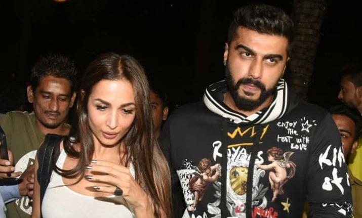 Malaika Arora drops by at Arjun Kapoor's home after Karan Johar's Diwali bash thumbnail