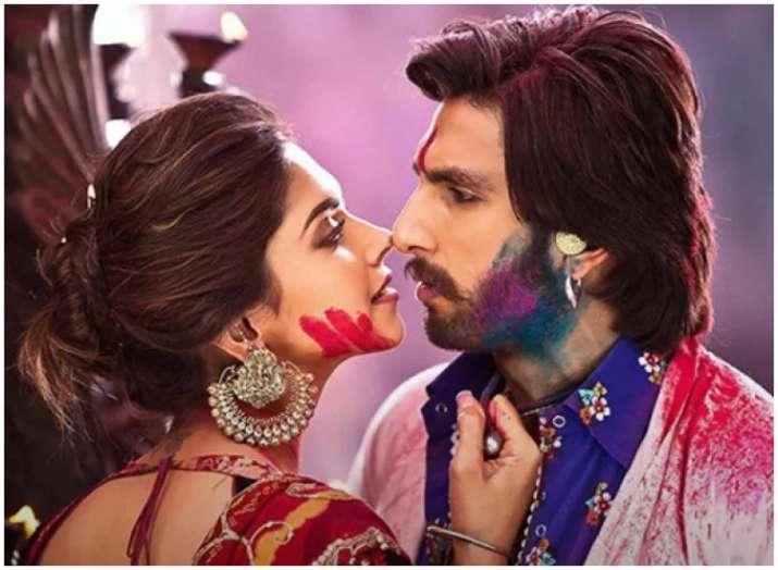 India Tv - Ranveer Singh turns saviour for new bride Deepika Padukone, watch the unseen pics and videos of DeepVeer