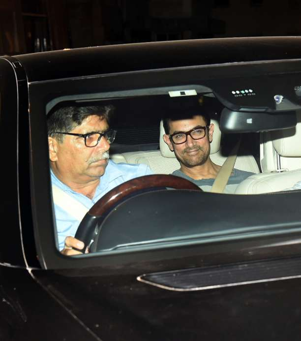 India Tv - Aamir Khan arrives to join Shah Rukh Khan'Diwalili celebrations
