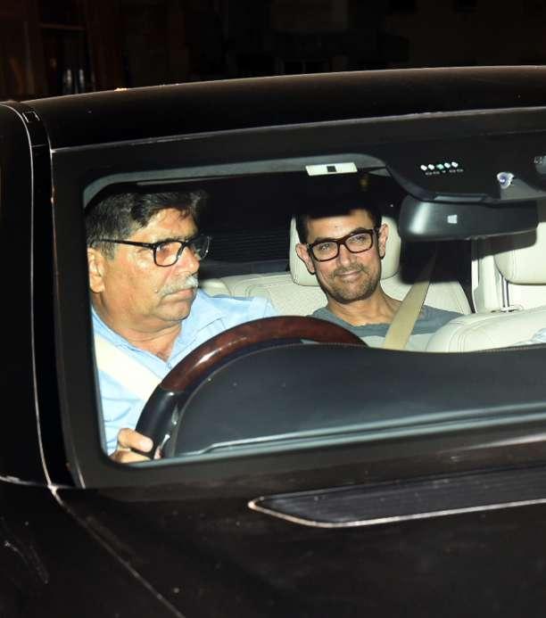 India Tv - Aamir Khan arrives to joinShah Rukh Khan'Diwalili celebrations