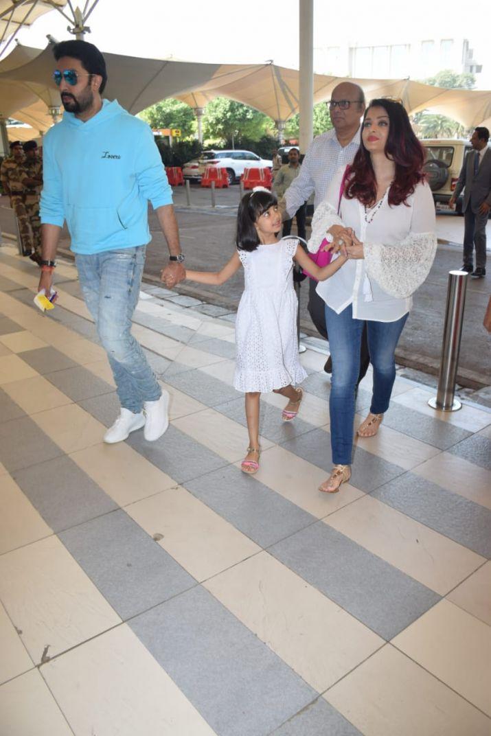 India Tv - Aishwarya Rai Bachchan with Abhishek and daughter Aaradhya at Mumbai airport