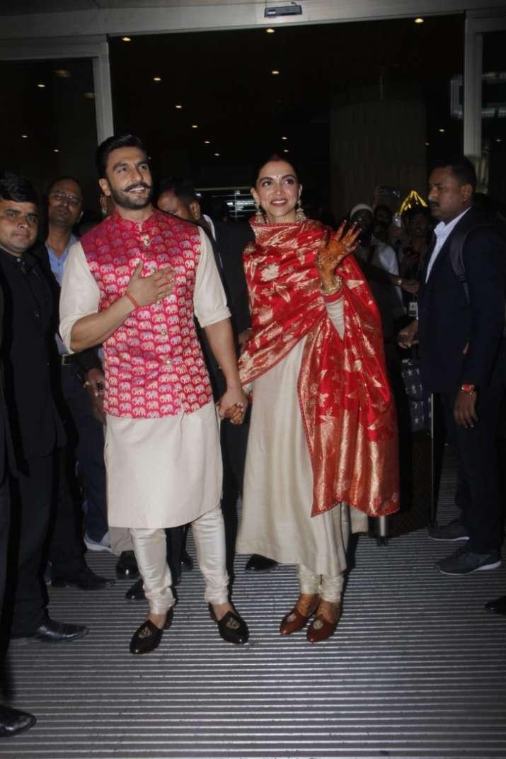 India Tv - Deepika Ranveer Mumbai Airport