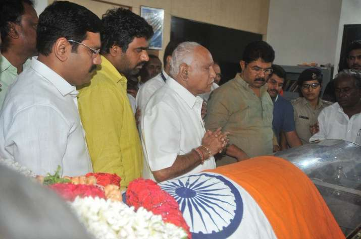 BJP state chief BS Yeddyurappa pays his last respects to