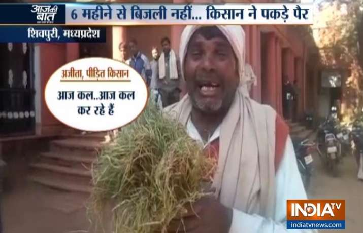Madhya Pradesh: Farmer throws himself at collector's feet
