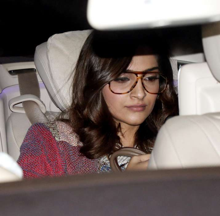 India Tv - Sonam Kapoor on family outing