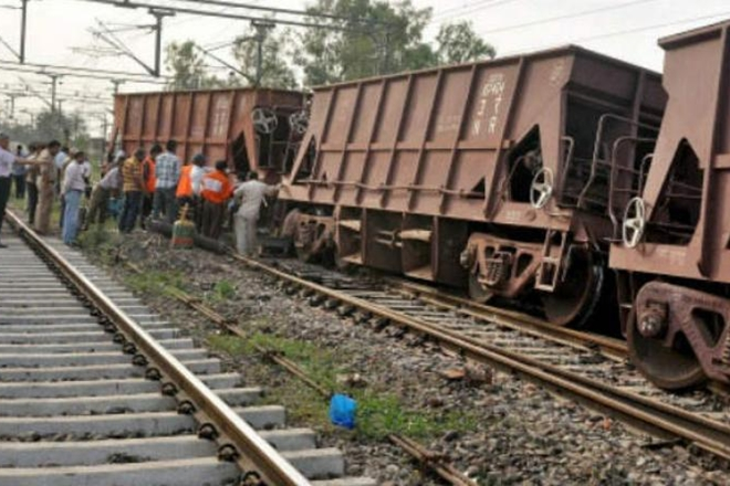 UP: Two coaches of goods train derail in Farukkhabad; guard