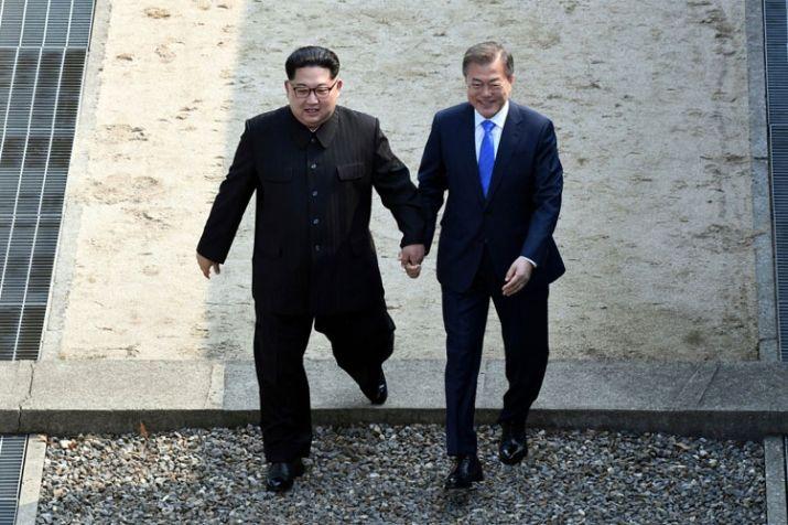 India Tv - Kim Jong Un and Moon Jae-in