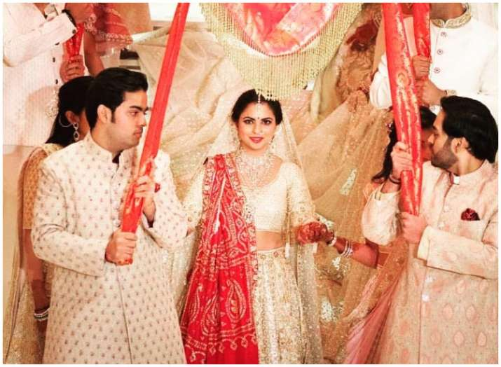 India Tv - Isha Ambani wore Nita's wedding saree as her duppatta over Abu Jani lehenga; know more