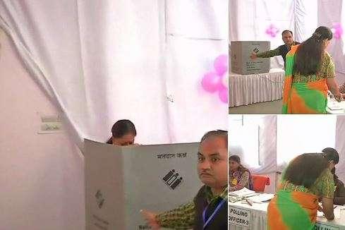 India Tv - Rajasthan CM Vasundhara Raje casts vote in Jhalrapatan. (Photo/ANI)