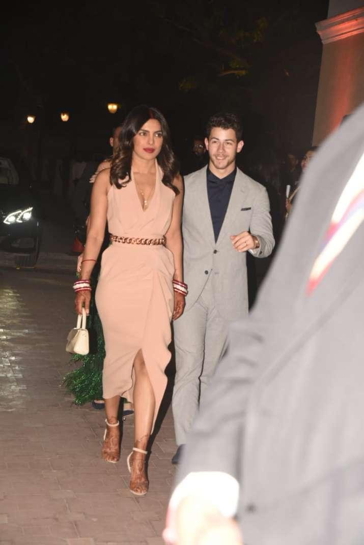 India Tv - Priyanka Chopra and Nick Jonas make another dazzling appearance at the Red Carpet