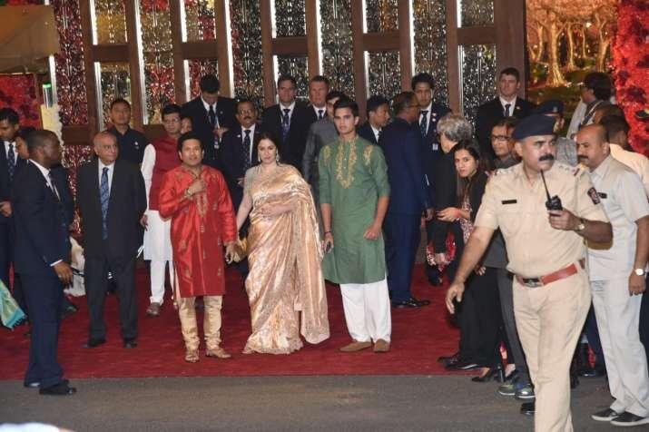 India Tv - Sachin Tendulkar and family