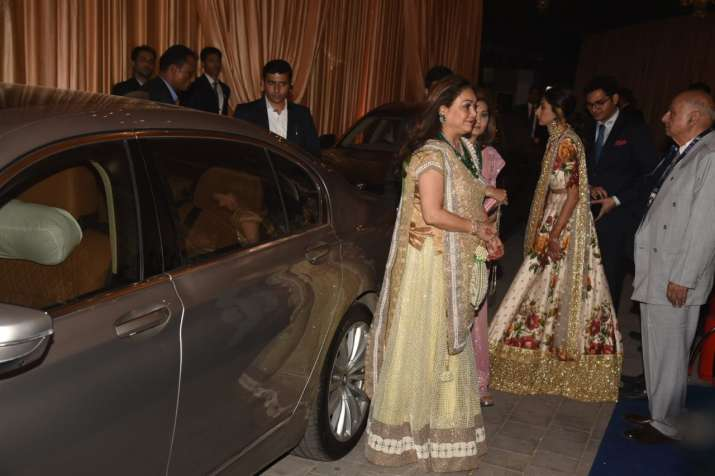 India Tv - First Guests arrive