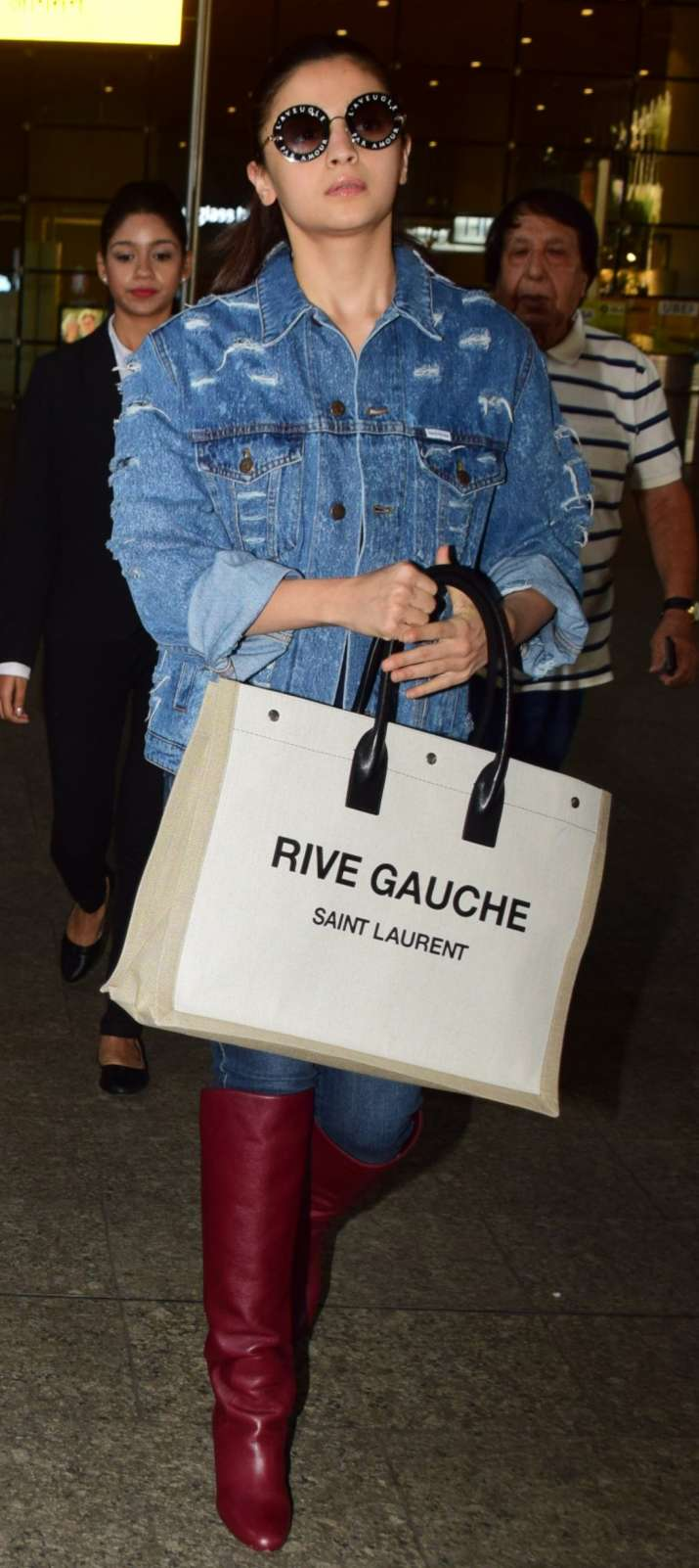 India Tv - Alia Bhatt's stunning tote bag is worth noticing; Know more about Rs.99,000 accessory