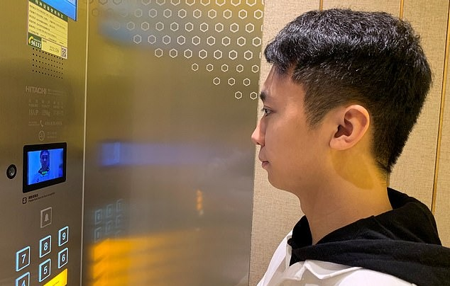 India Tv - Experience true Artificial Intelligence at Alibaba's futuristic hotel; Robots deliver food and towels