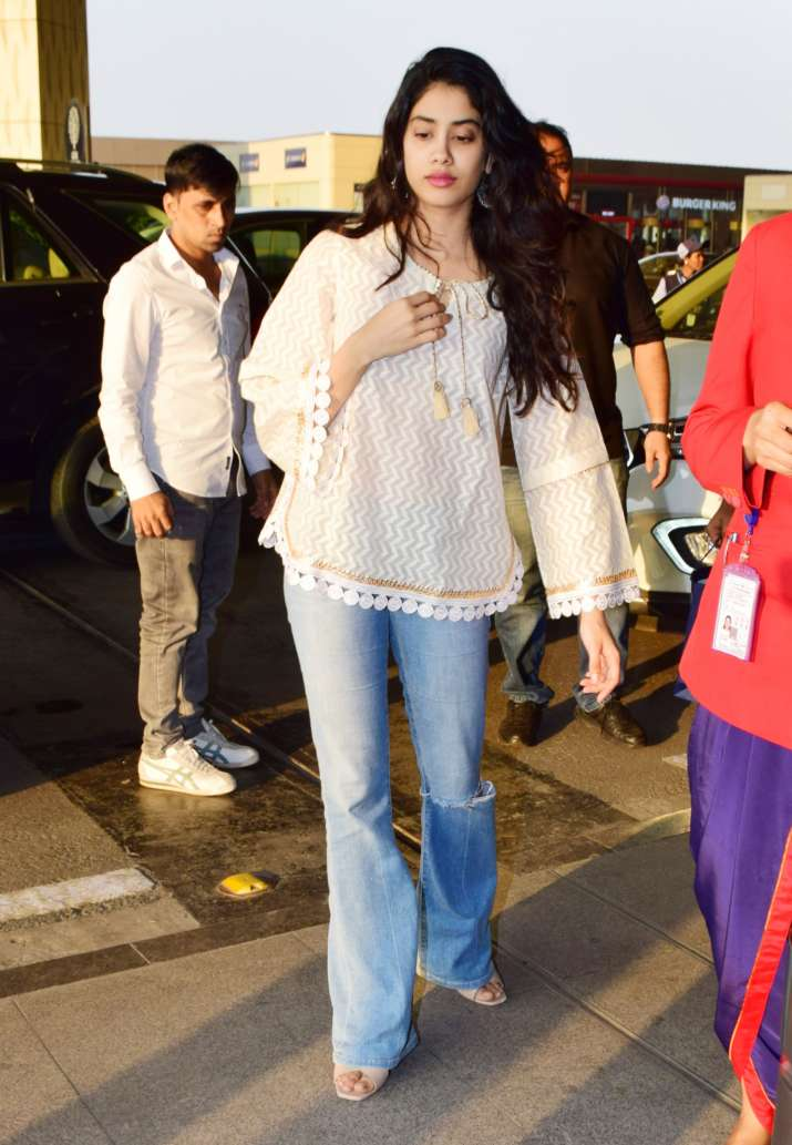 India Tv - Janhvi Kapoor spotted at airport