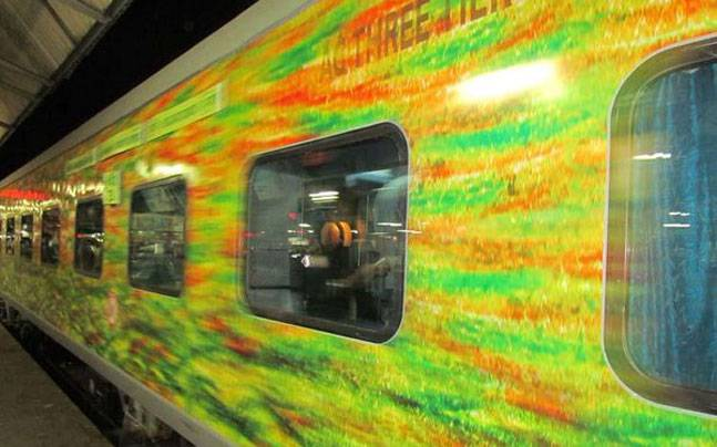 Passengers of Delhi-bound Duronto Express robbed at Badli