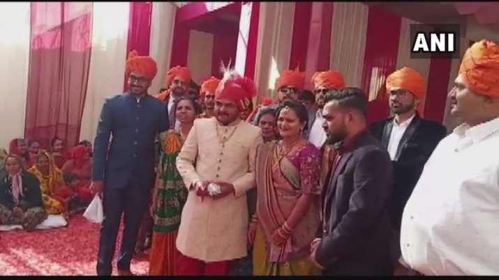India Tv - Patidar leader Hardik Patel ties the knot with childhood friend Kinjal Parikh