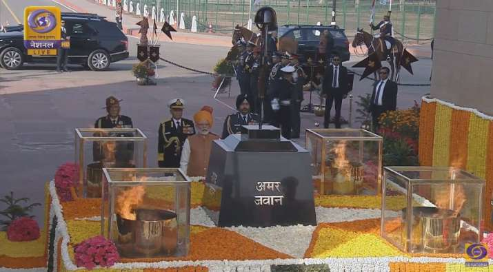 India Tv - PM Modi pay tribute to martyrs at Amar Jawan Jyoti