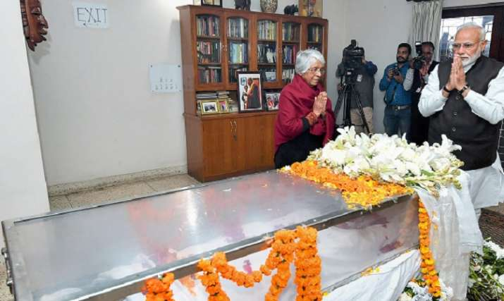 India Tv - Prime Minister Narendra Modi pays his last respects to the former defence minister George Fernandes, (PIB Photo via PTI)
