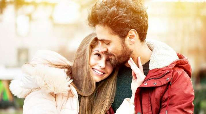 India Tv - Valentine Week List 2019: Date sheet for Rose Day, Propose Day, Hug Day, Kiss Day & Valentines Day
