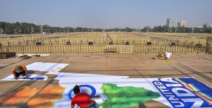 India Tv - Besides the huge podiums, 20 watch towers have been erected and 1,000 microphones and 30 LED screens put up at the rally venue.