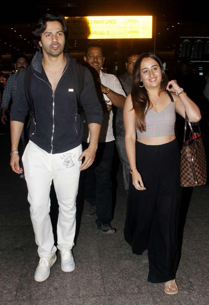 India Tv - Varun Dhawan and Natasha Dalal spotted at Mumbai airport
