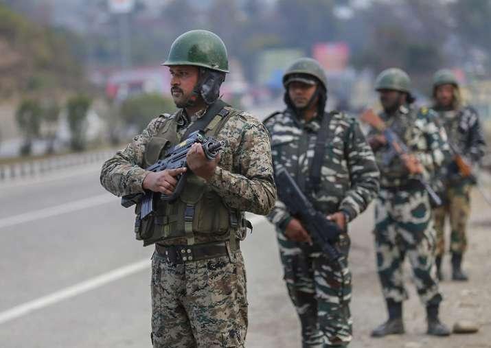 Security personnel keep strict vigil on Jammu-Srinagar