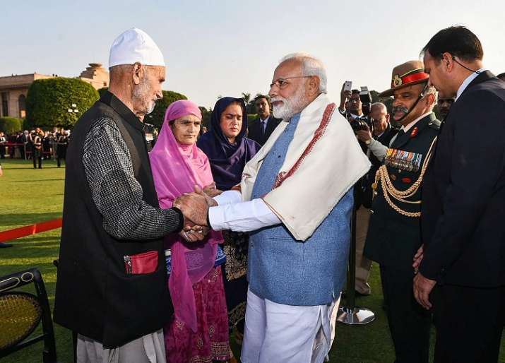 India Tv - Prime Minister Narendra Modi meets Lance Naik Nazir Ahmad Wani's family members during the Republic Day 'At Home' at Rashtrapati Bhavan in New Delhi