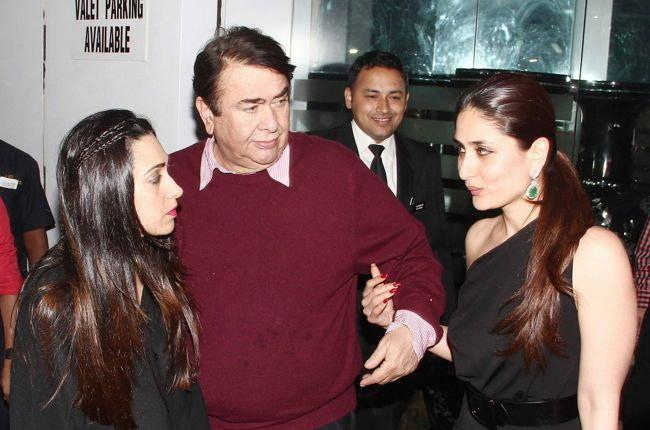 India Tv - Randhir Kapoor shares a casual moment with his daughters Karisma and Kareena.
