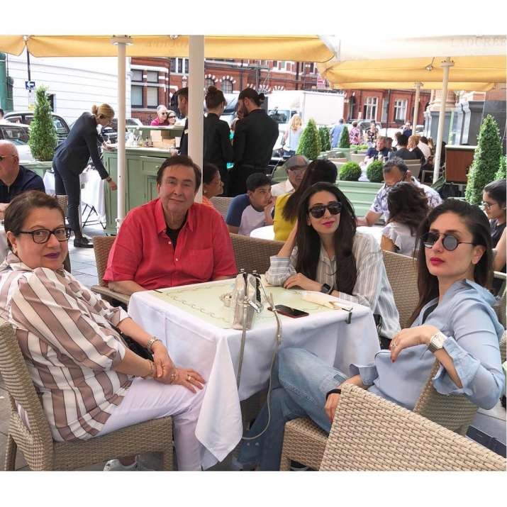 India Tv - Randhir Kapoor is seen spending quality time with his family