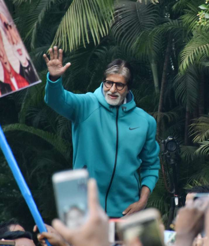 India Tv - Amitabh Bachchan's Sunday meet with fans is heart-warming; See in the latest PICS