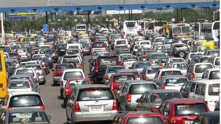 Delhi-Noida flyway shut due to farmers' protest: Traffic Police
