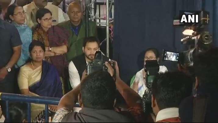Tejashwi, Kanimozhi meet Mamata at dharna stage