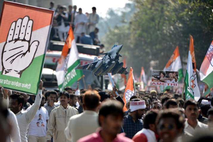 India Tv - Priyanka Gandhi's roadshow has infused a new enthusiasm in Congress workers