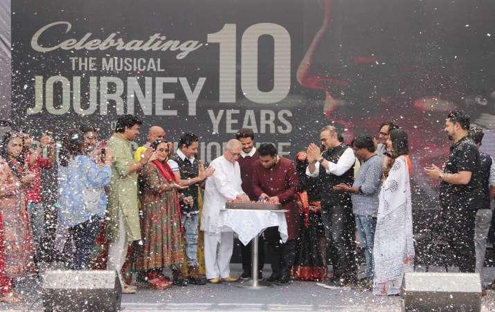 India Tv - Anil Kapoor, AR Rahman, Gulzar at Slumdog Millionaire's Oscar's 10th anniversary