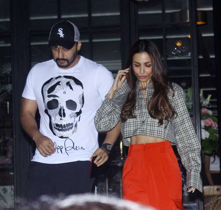 India Tv - After partying at Gauri Khan's restaurant, Malaika Arora and Arjun Kapoor enjoy dinner date, check out pics