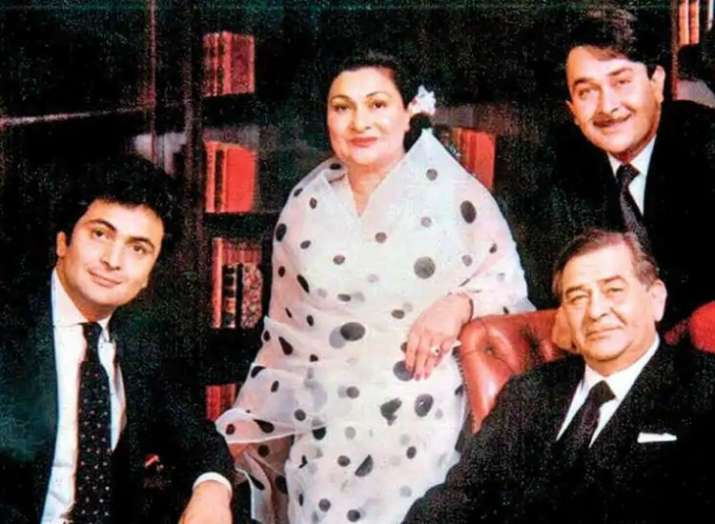 India Tv - This is an old picture of Randhir Kapoor with his mother and brothers
