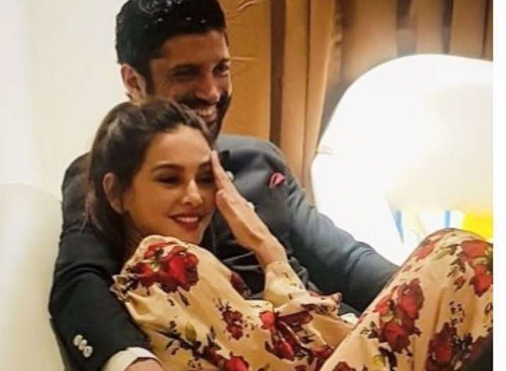 Farhan Akhtar's PDA on Instagram for Shibani Dandekar is too cute to  handle, dedicates romantic poem to her | Celebrities News – India TV
