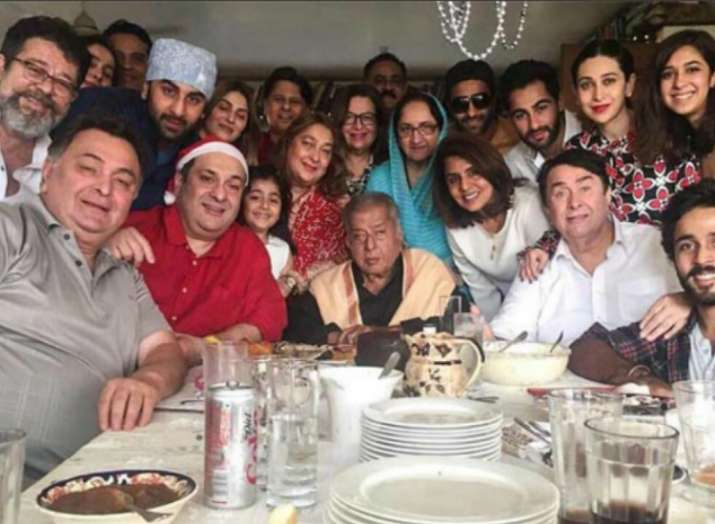 India Tv - Randhir Kapoor with his entire Kapoor family