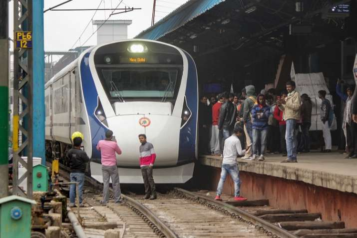 'Dense fog' delays Vande Bharat Express by 1.25 hours on first commercial run