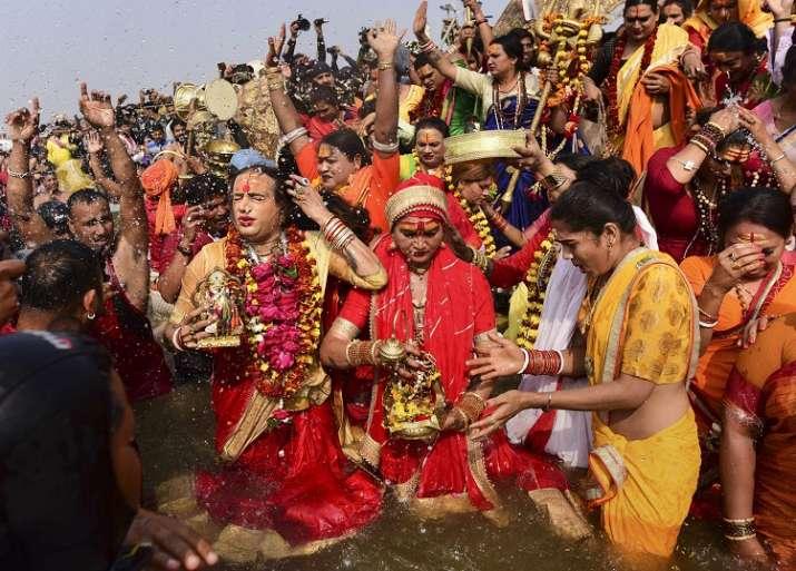 India Tv - Transgender rights activist and Kinnar Akhada chief Achraya Mahamandaleshwar Laxmi Narayan Tripathi and other memebers takes a holy dip at Sangam